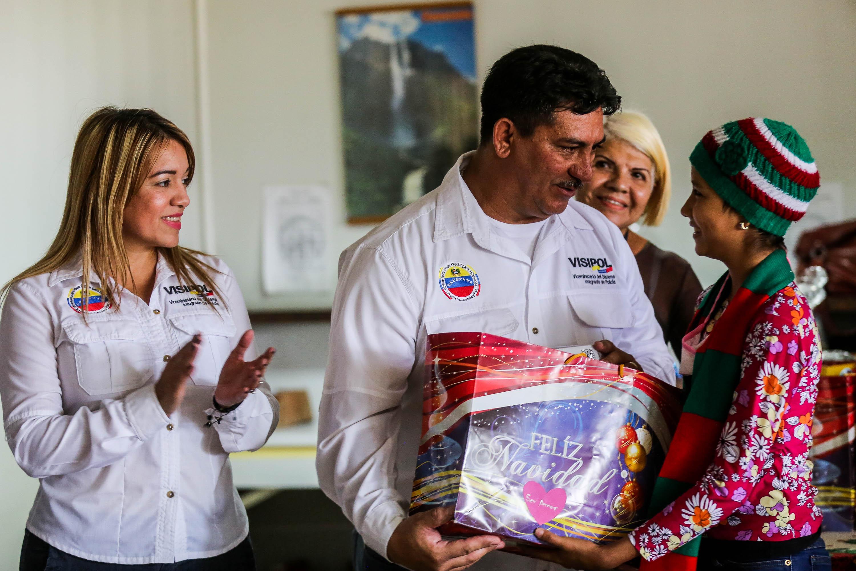Visipol obsequió regalos a pacientes del Hospital Dr. Domingo Luciani (3)
