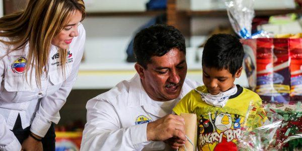Visipol obsequió regalos a pacientes del Hospital Dr. Domingo Luciani (4)