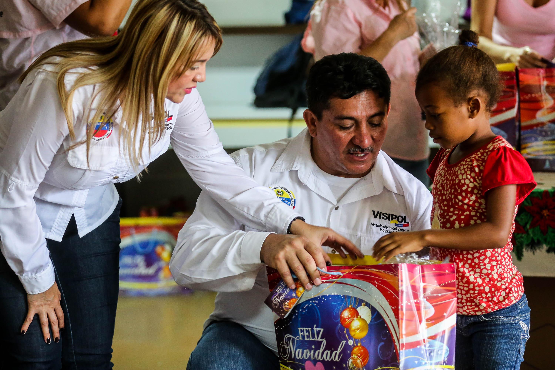 Visipol obsequió regalos a pacientes del Hospital Dr. Domingo Luciani (5)