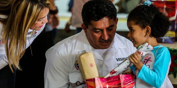 Visipol obsequió regalos a pacientes del Hospital Dr. Domingo Luciani (6)