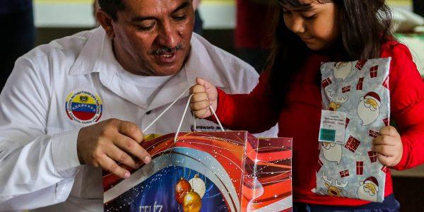 Visipol obsequió regalos a pacientes del Hospital Dr. Domingo Luciani (7)