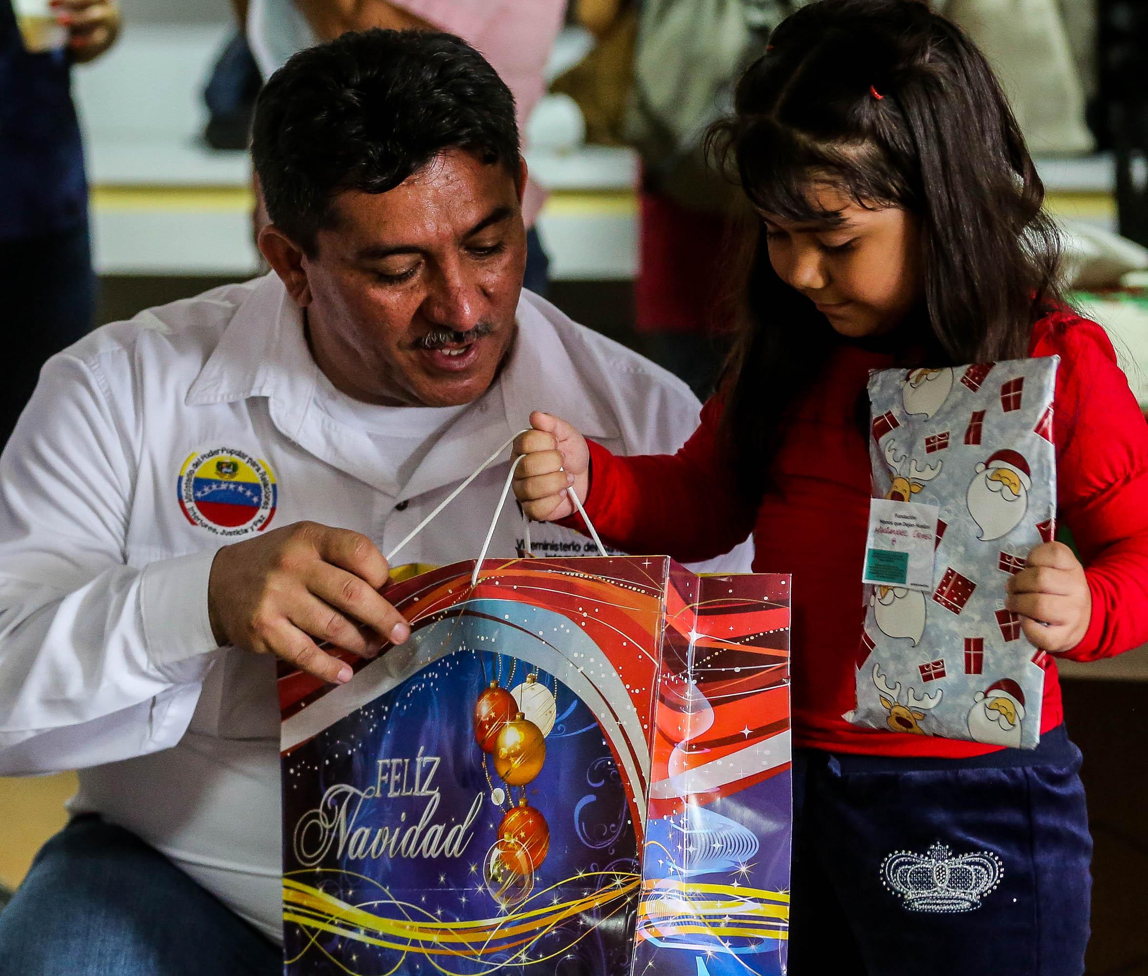 Visipol obsequió regalos a pacientes del Hospital Dr. Domingo Luciani