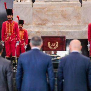 Delegación de Osetia del Sur en el Mausoleo El Libertador (4)