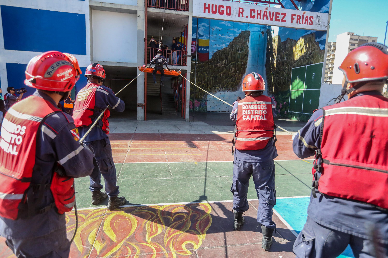 Bomberos del Distrito Capital afinan técnicas en materia de rescate (2)