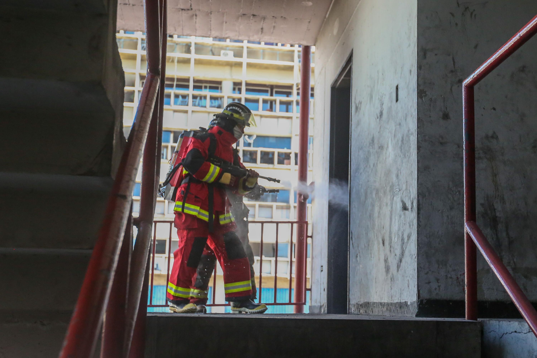 Bomberos del Distrito Capital afinan técnicas en materia de rescate (4)