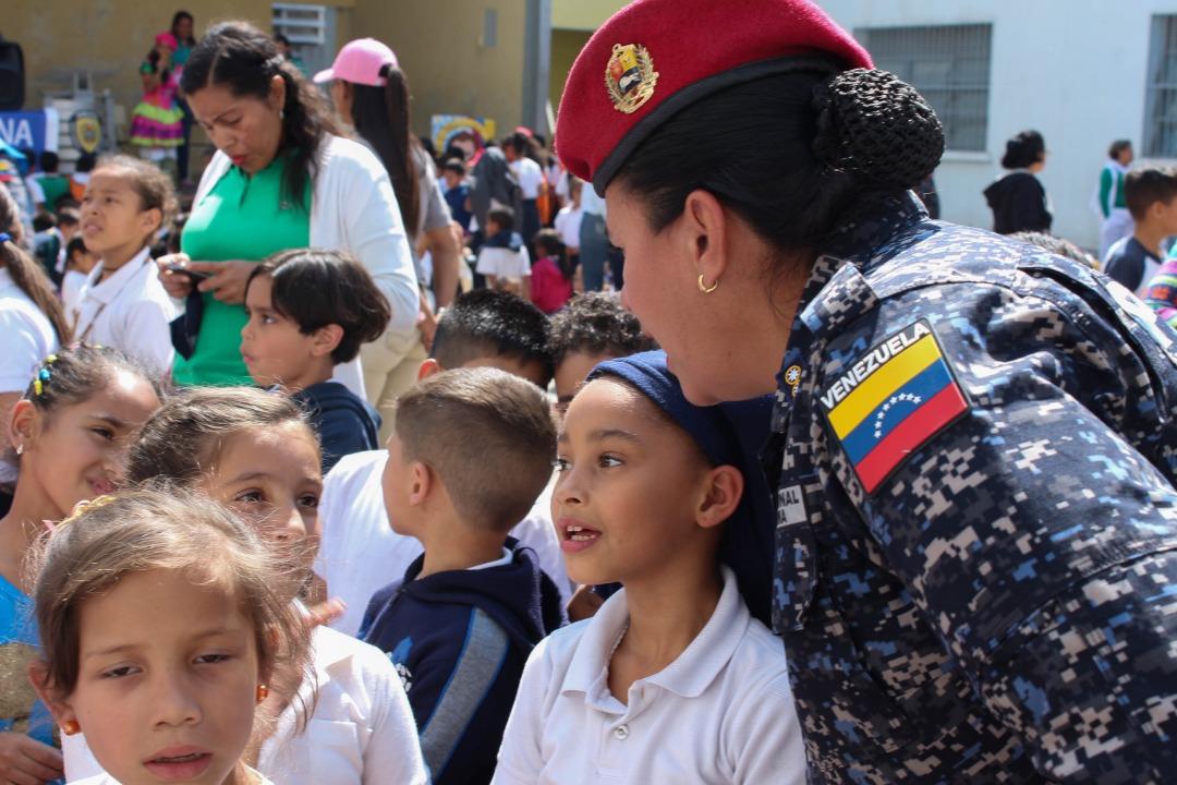 Programa Tu Policía va a la Escuela llega a la parroquia Sucre (3)