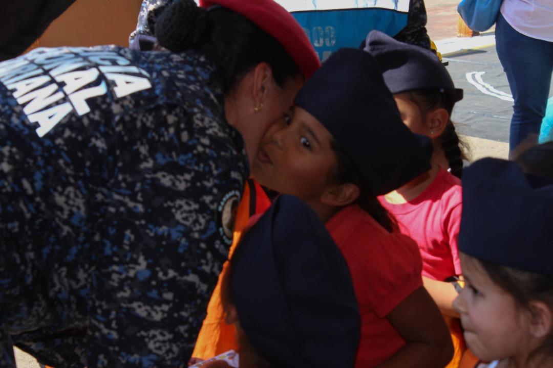 Programa Tu Policía va a la Escuela llega a la parroquia Sucre (4)