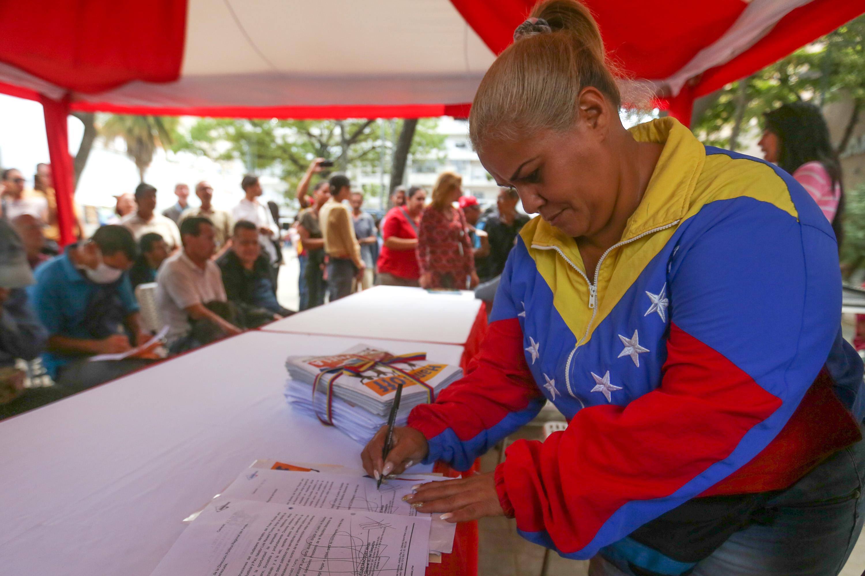 Trabajadores del Mpprijp entregaron más de 18 mil firmas a favor de la paz del país (3)