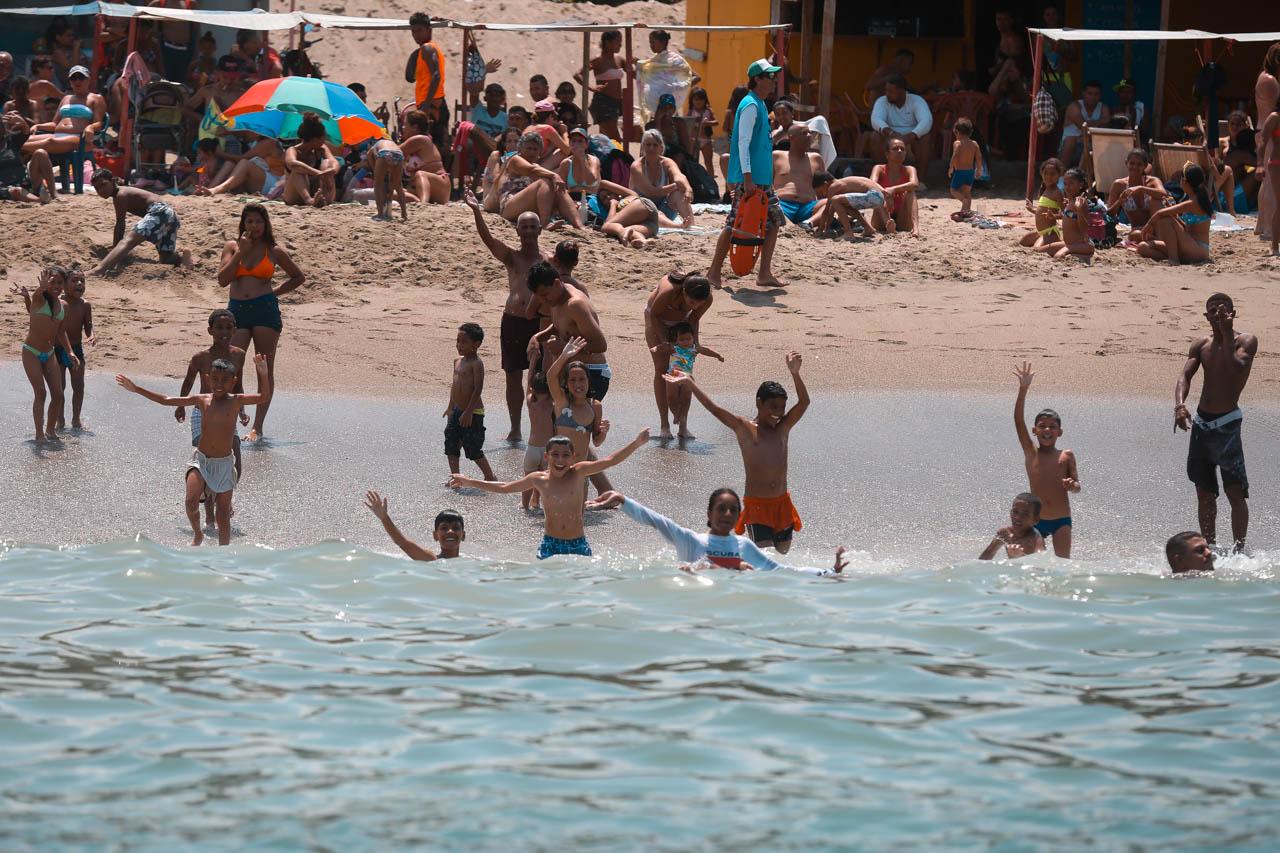 Gobierno recupera espacios de Playa Candilejas en el estado Vargas para disfrute de los temporadistas (23)