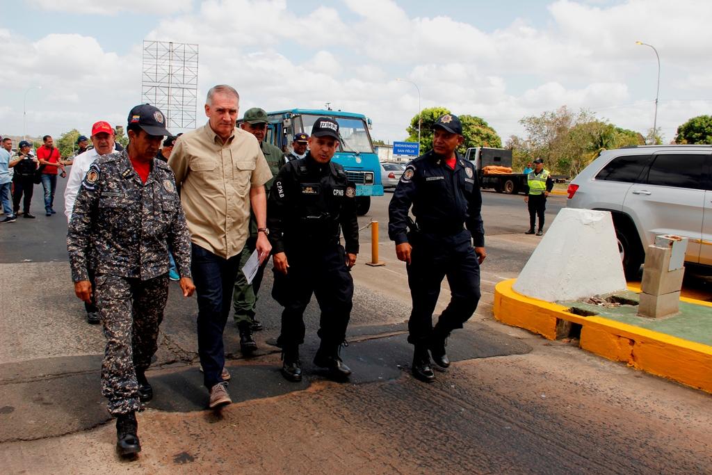 Viceministro Molina supervisa cuerpos policiales del estado Bolívar