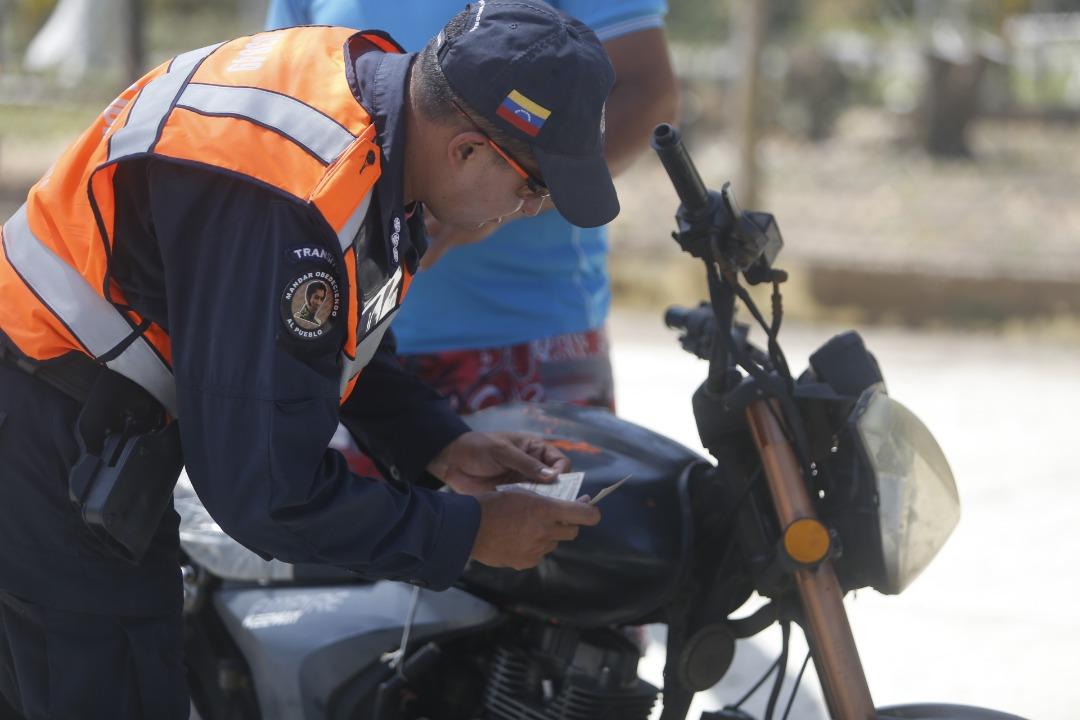Policía Turística resguarda temporasdistas en playas de Nueva Esparta (14)