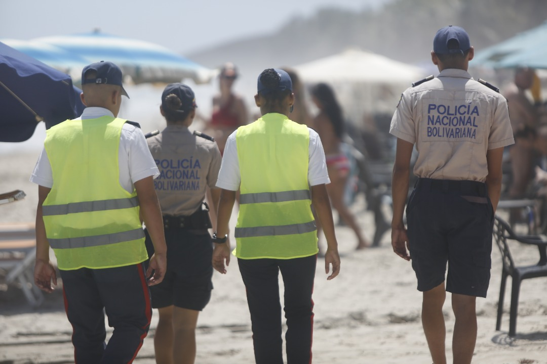 Policía Turística resguarda temporadistas en playas de Nueva Esparta