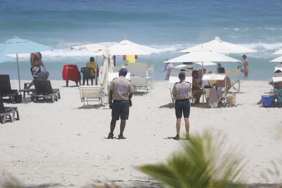 Policía Turística resguarda temporasdistas en playas de Nueva Esparta (5)