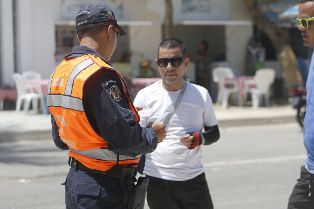 Policía Turística resguarda temporasdistas en playas de Nueva Esparta (6)