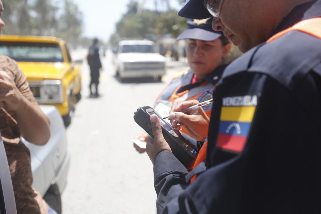 Policía Turística resguarda temporasdistas en playas de Nueva Esparta (8)