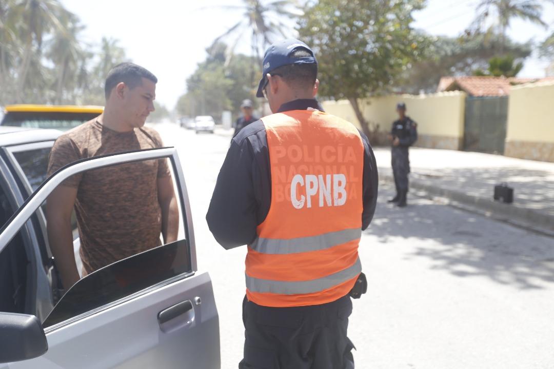 Policía Turística resguarda temporasdistas en playas de Nueva Esparta (9)