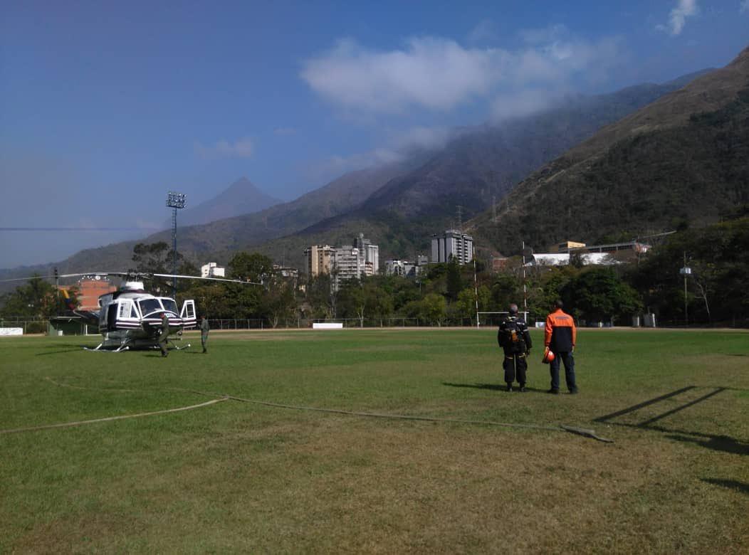 Realizan operaciones aéreas para terminar de sofocar incendio en el Waraira Repano (1)