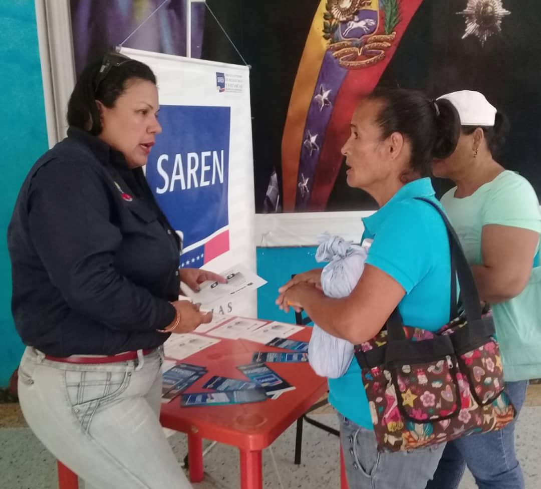 Saren asesoró en materia jurídica a la comunidad varguense
