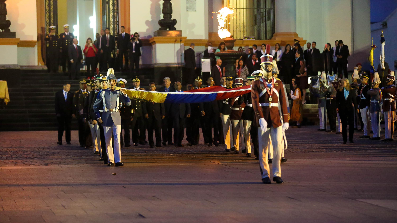 Con izada de bandera comenzaron actos conmemorativos del grito libertario del 19 de abril de 1810 (9)