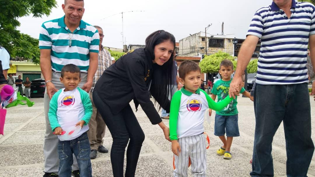 Más de 5 mil funcionarios y 50 puntos de control brindan protección a feligreses y visitantes en Mérida (6)