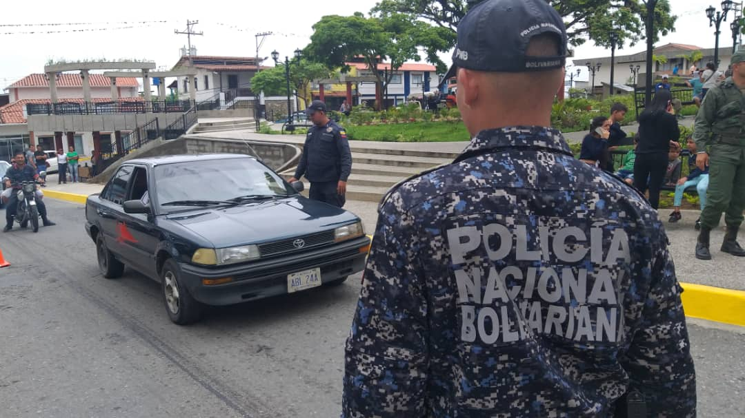 Más de 5 mil funcionarios y 50 puntos de control brindan protección a feligreses y visitantes en Mérida (9)