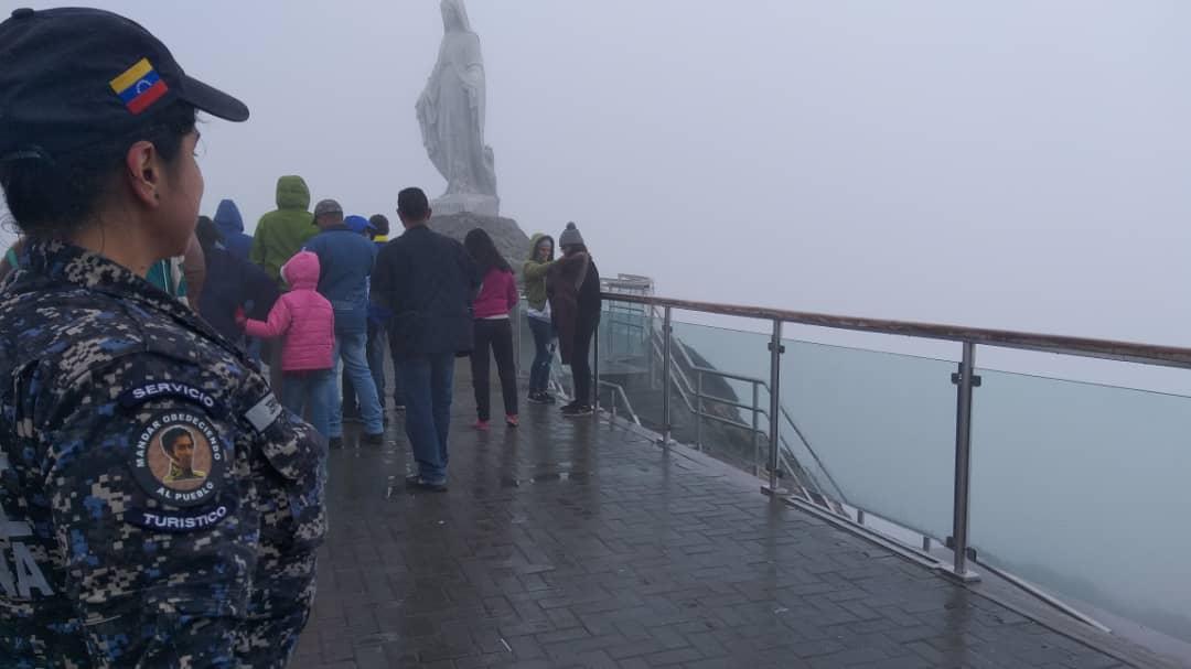 Policía Turística brinda atención integral a visitantes del Teleférico Mukumbarí en Mérida (5)