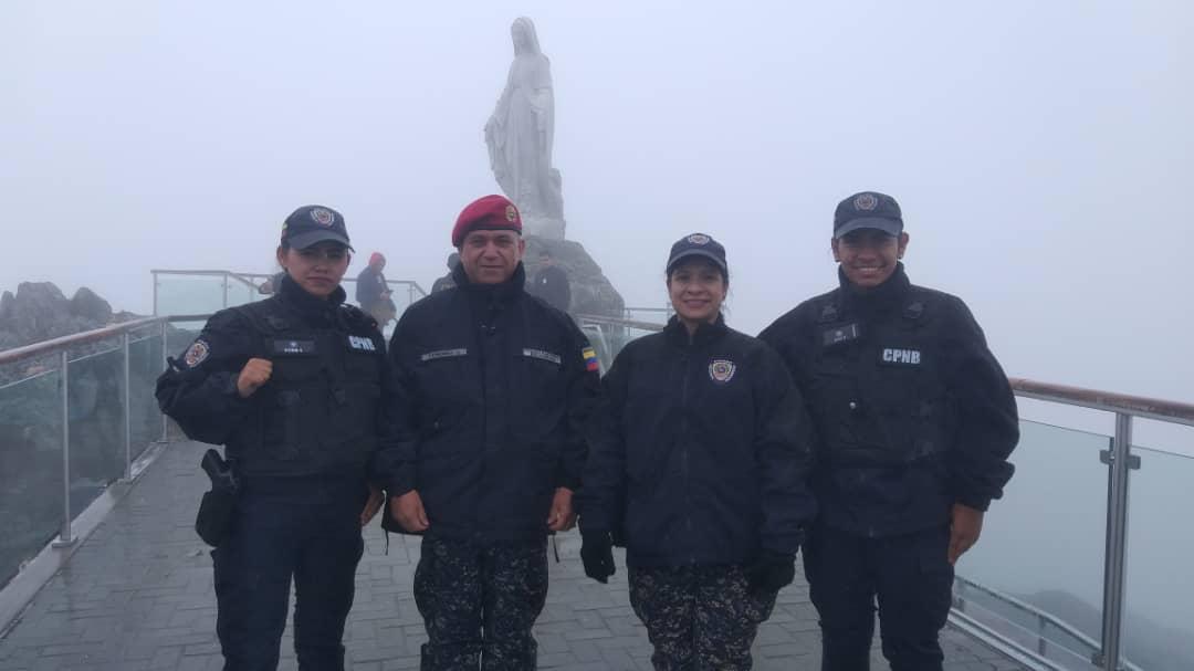 Policía Turística brinda atención integral a visitantes del Teleférico Mukumbarí en Mérida (6)
