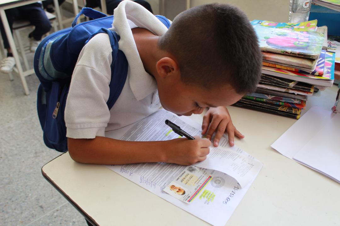 Cedulados 393 niños, niñas y adolescentes en despliegue de la Ruta Escolar en parroquia Coche (6)