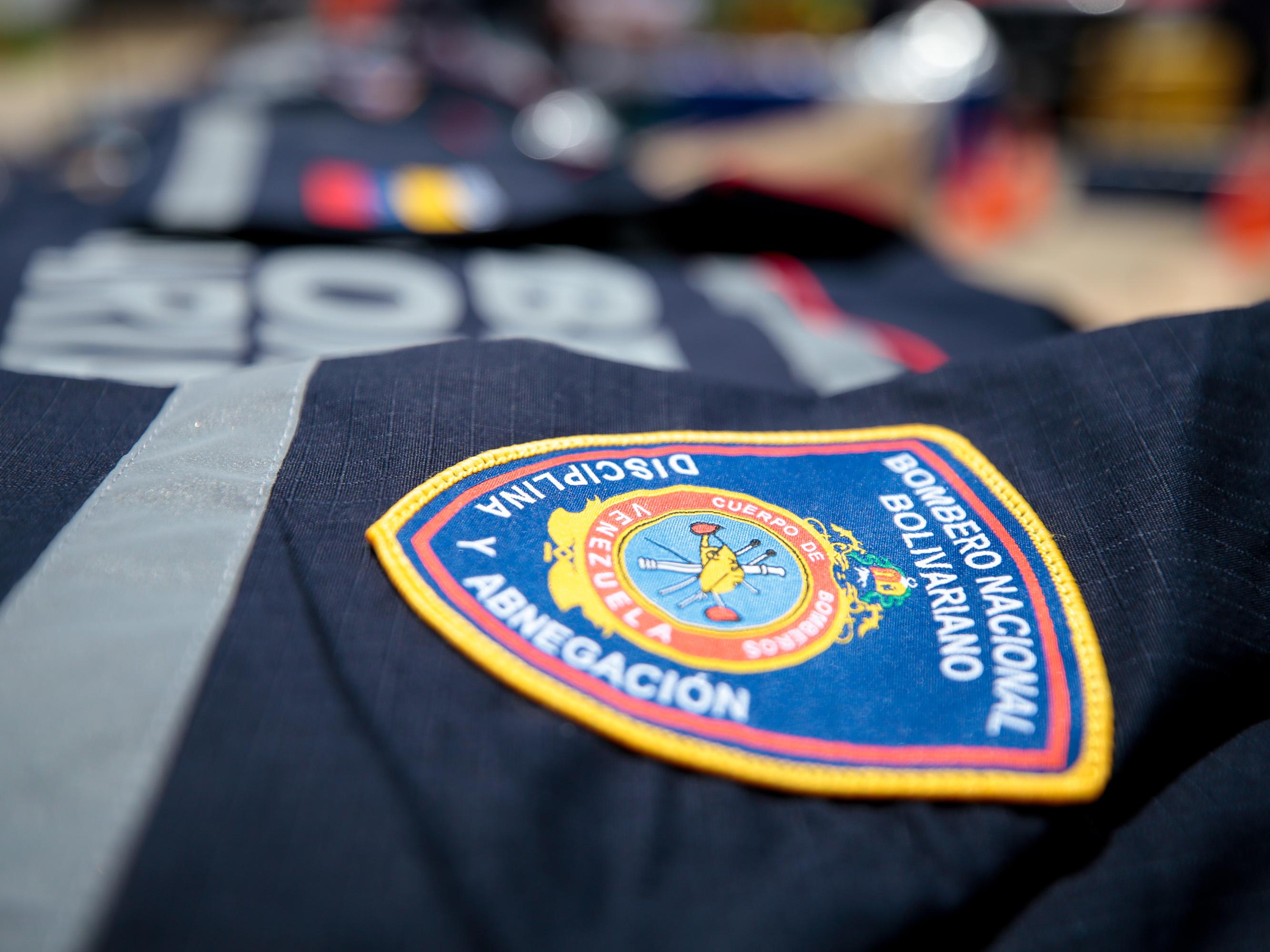 Dotados con uniformes Cuerpos de Bomberos del país (20)