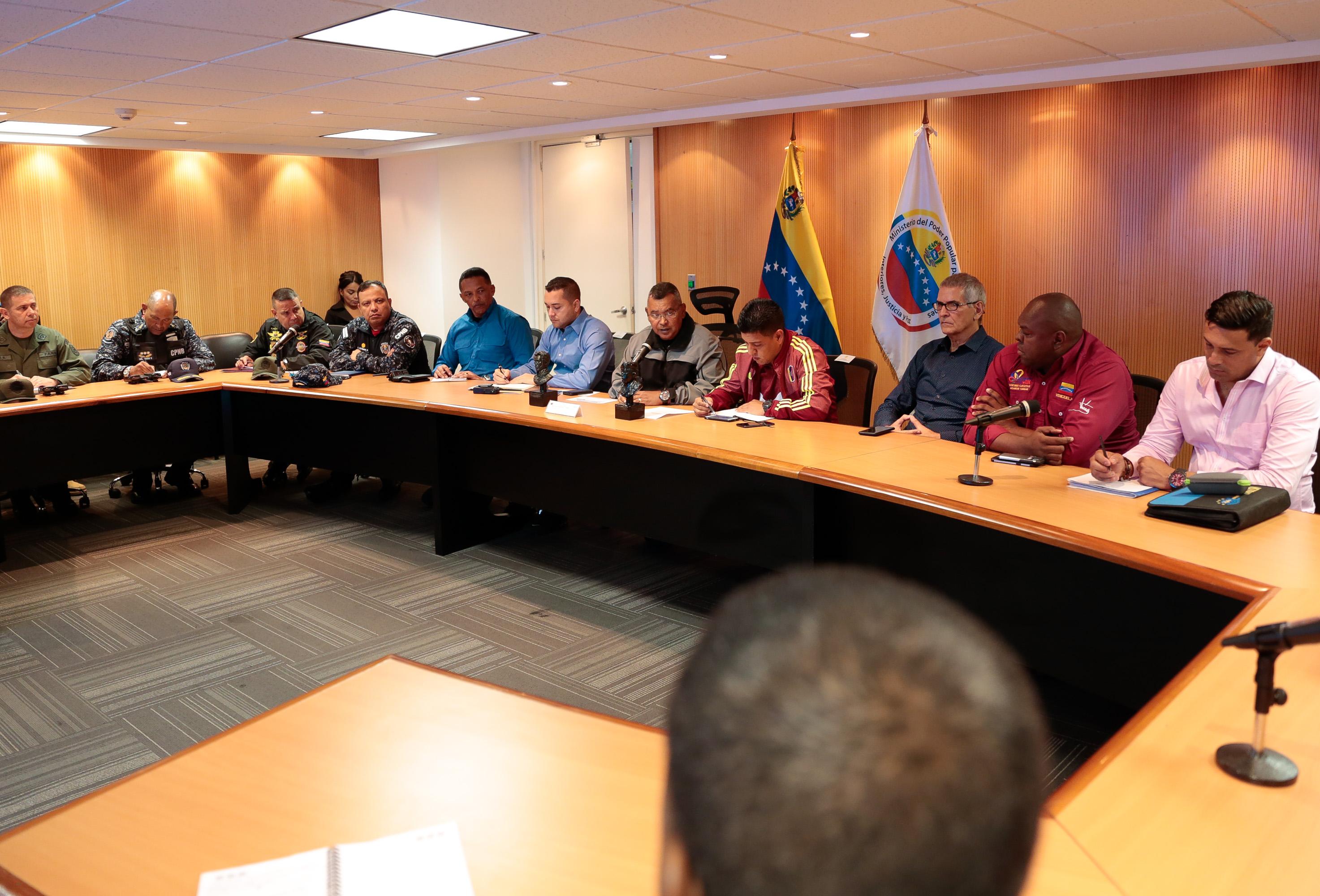 Ministro Néstor Reverol y representantes de la Liga de Baloncesto de Venezuela (1)