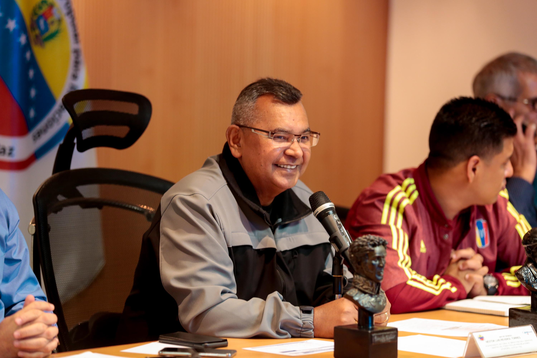 Ministro Néstor Reverol y representantes de la Liga de Baloncesto de Venezuela (3)