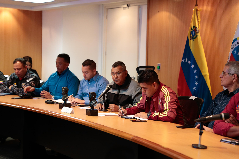 Ministro Néstor Reverol y representantes de la Liga de Baloncesto de Venezuela (6)