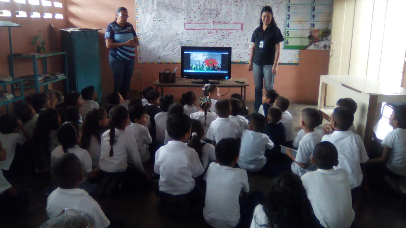 """Senades organiza cine – foro """"Las armas no son juegos, sí a la paz"""" en centro educativo de Trujillo"""