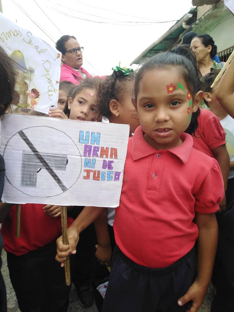 Senades promueve caminata infantil por la paz y el desarme en La Vega (1)