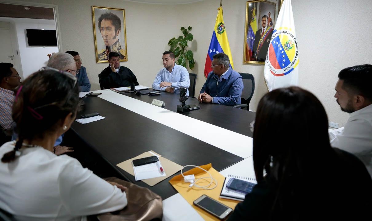 Vicepresidente Sectorial de Obras públicas y Servicios, MG Néstor Luis Reverol con empresas fabricantes de tanques (4)