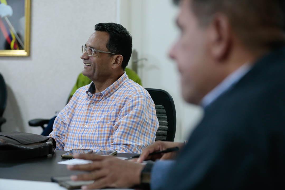 Vicepresidente Sectorial de Obras públicas y Servicios, MG Néstor Luis Reverol con empresas fabricantes de tanques (7)