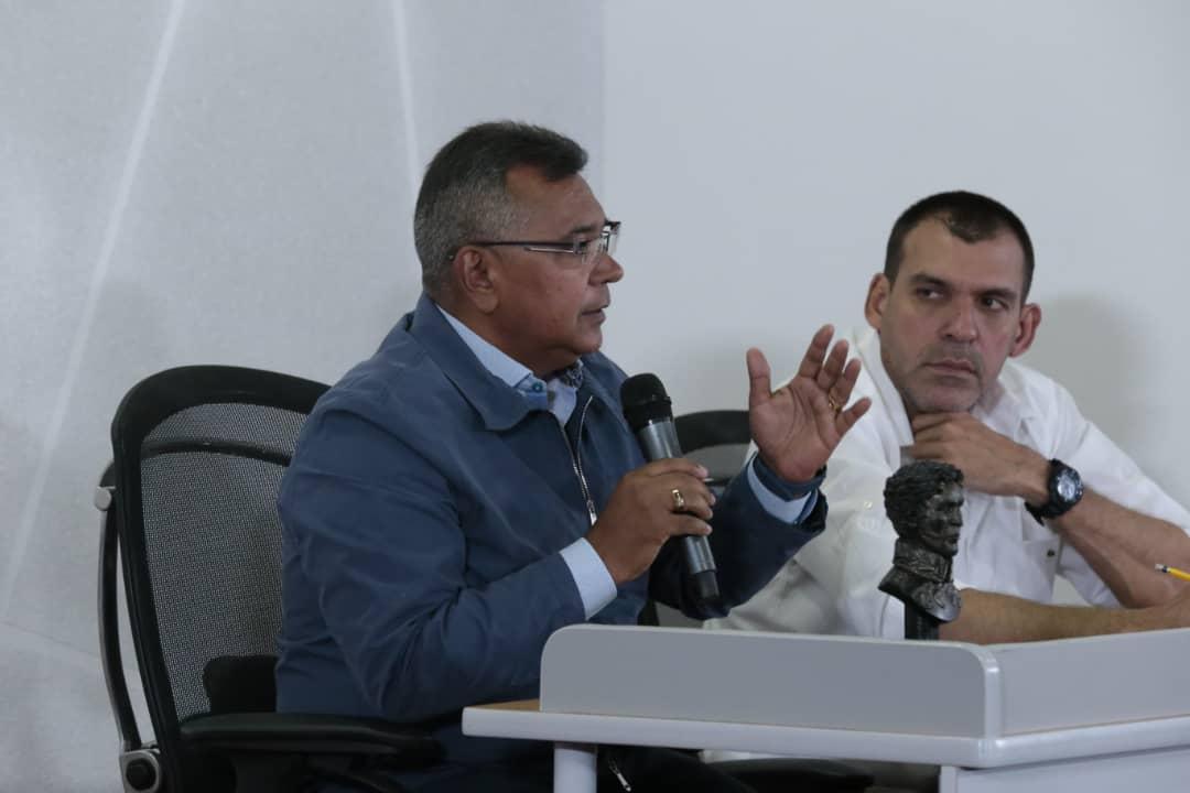 Vicepresidente Sectorial de Obras públicas y Servicios, MG Néstor Luis Reverol en reunión con sector transporte del país (4)