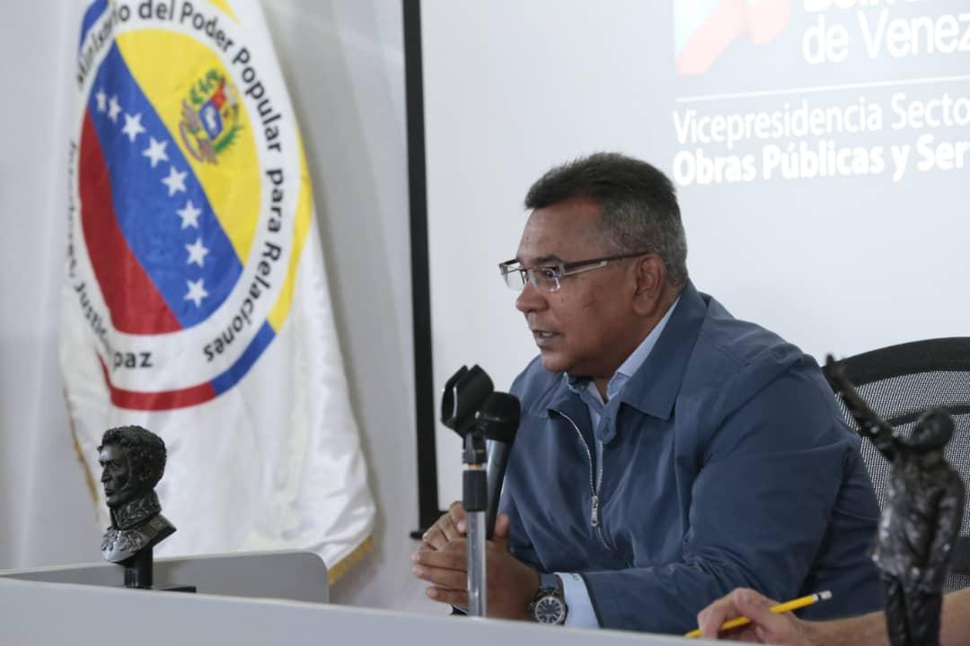 Vicepresidente Sectorial de Obras públicas y Servicios, MG Néstor Luis Reverol en reunión con sector transporte del país (6)