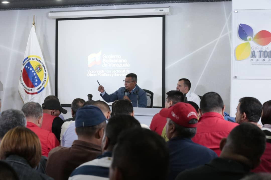 Vicepresidente Sectorial de Obras públicas y Servicios, MG Néstor Luis Reverol en reunión con sector transporte del país (7)