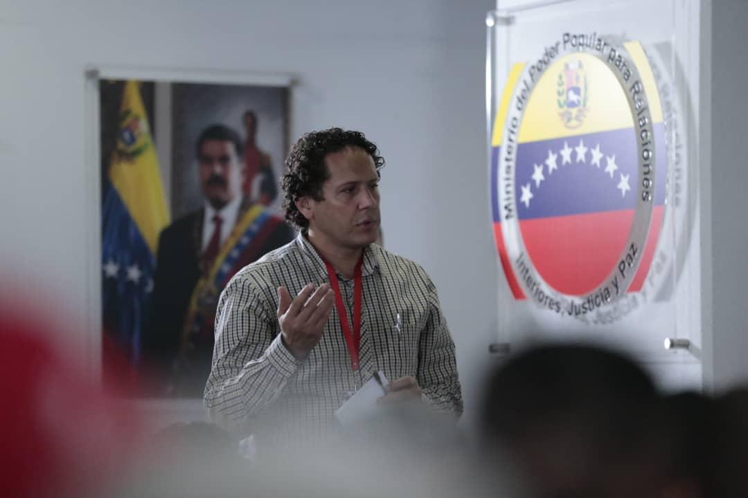 Vicepresidente Sectorial de Obras públicas y Servicios, MG Néstor Luis Reverol en reunión con sector transporte del país (8)