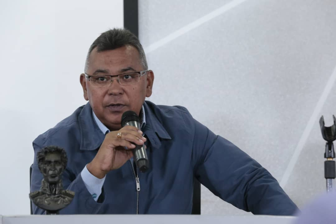 Vicepresidente Sectorial de Obras públicas y Servicios, MG Néstor Luis Reverol en reunión con sector transporte del país (9)