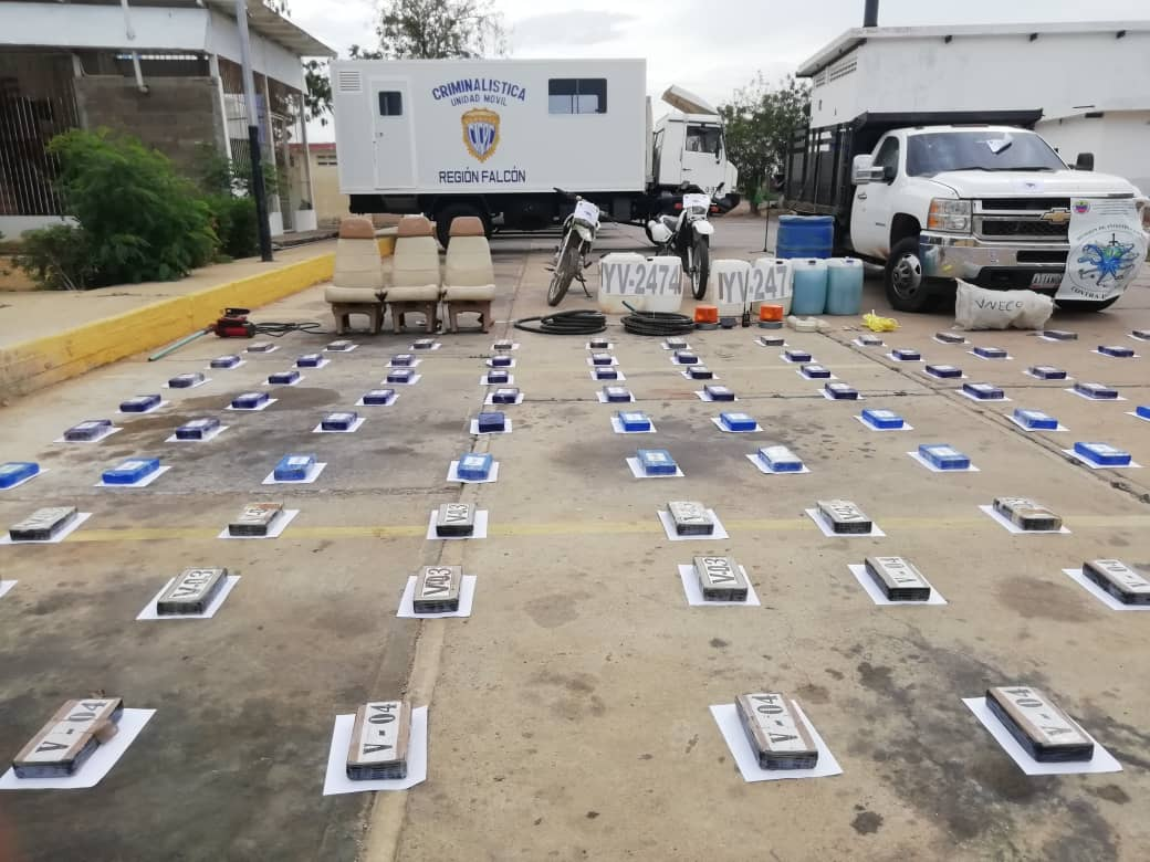 Incautada aeronave estadounidense con 125 panelas de cocaína en el estado Falcón (14)