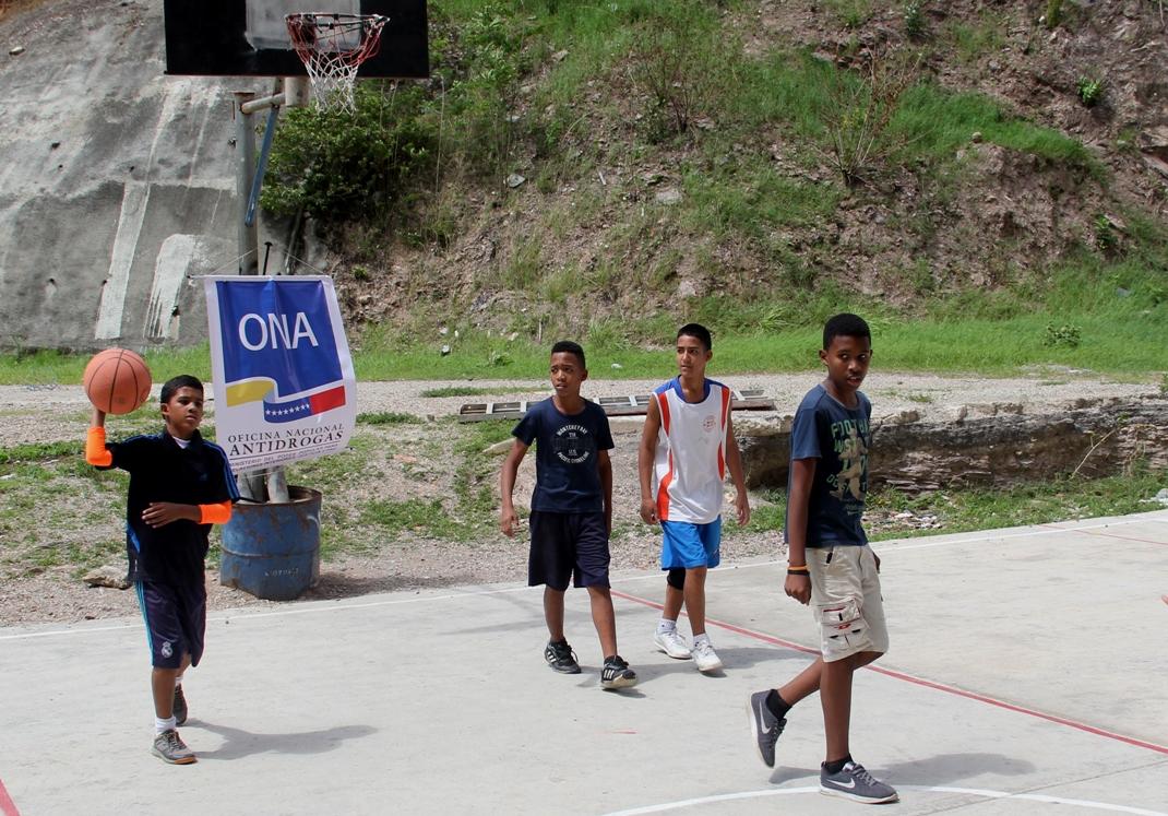 ONA despliega equipo multidisciplinario en urbanismos del país (15)