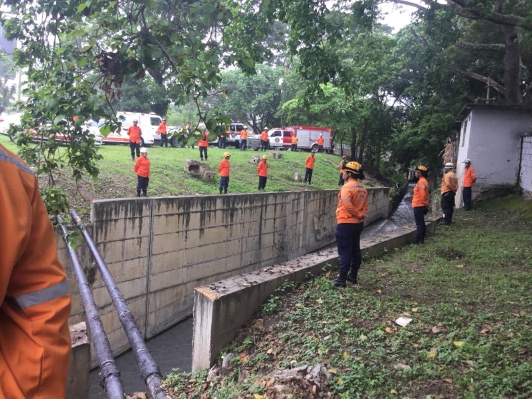 Protección Civil supervisa mantenimiento preventivo en quebrada Agua de Maíz en Miranda (4)