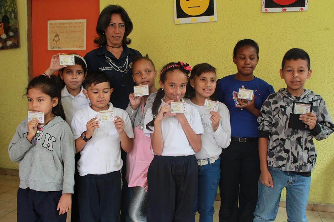"""""""Saime va a la Escuela"""" cédula a más 2 mil niños, niñas y adolescentes en ocho parroquias del Distrito Capital"""