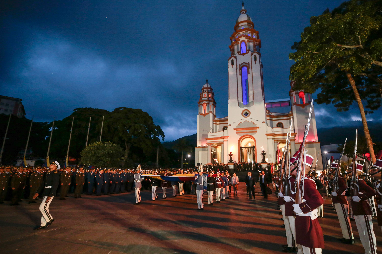 Gobierno nacional rindió honores a Simón Bolívar, El Libertador a 236 años de su natalicio (2)