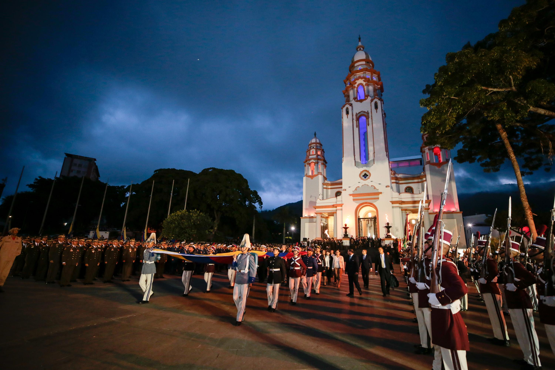 Gobierno nacional rindió honores a Simón Bolívar, El Libertador a 236 años de su natalicio (3)