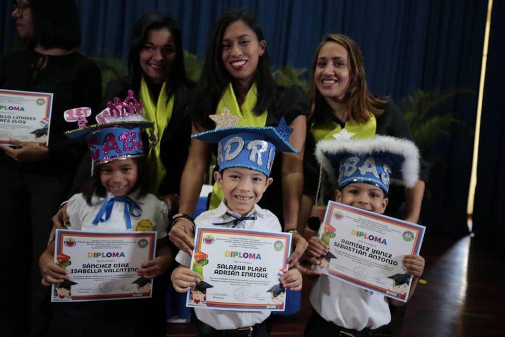 Graduado 50 niños y niñas del Centro Educación Integral Generalísimo Francisco de Miranda (2)