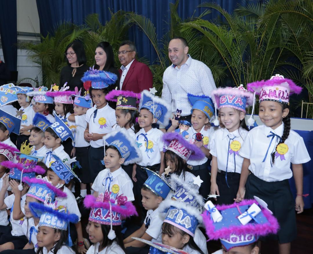 Graduado 50 niños y niñas del Centro Educación Integral Generalísimo Francisco de Miranda (4)