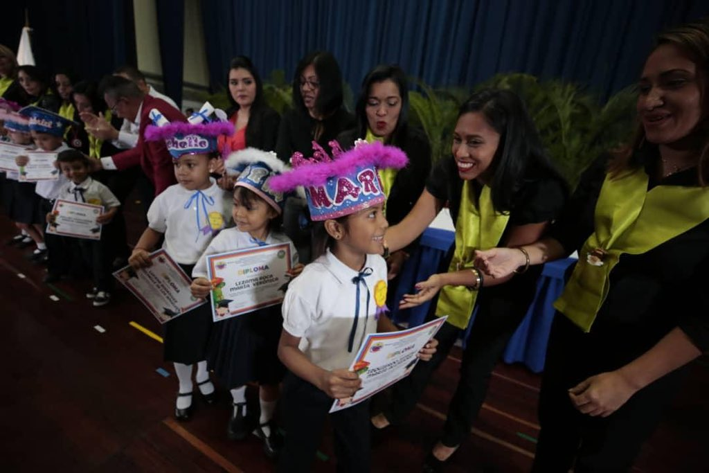 Graduado 50 niños y niñas del Centro Educación Integral Generalísimo Francisco de Miranda (5)